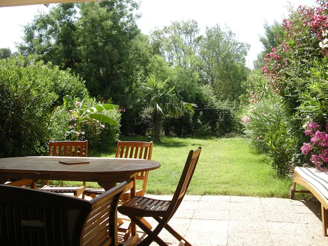 Flat for 6 persons, with beautiful sunny garden.