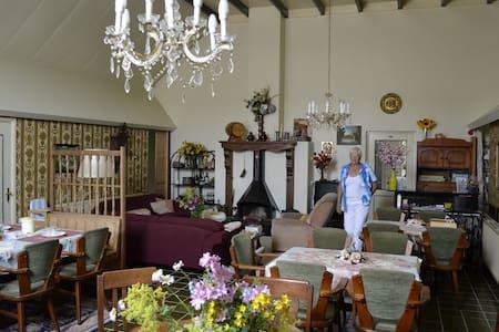 The Farm-House B&B Family-Room - Twijzelerheide