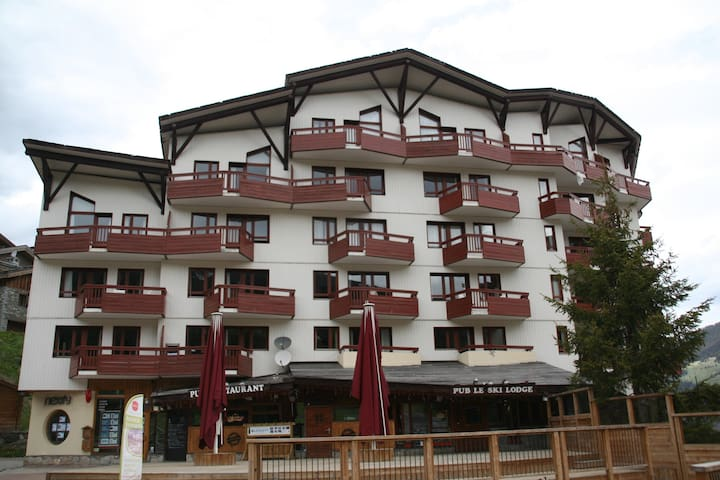 Great location La Tania Apt. 1 bedroom - sleeps 5