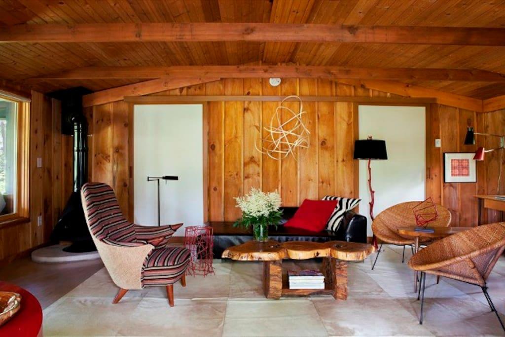White Gateway In Romantic Stylish Upstate Cabin