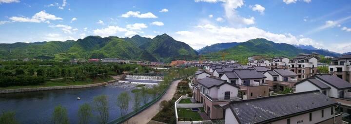 太白熙岸坐落于太白山风景区内,境取山河,山清水秀,文脉悠长,天赋人间盛境。
