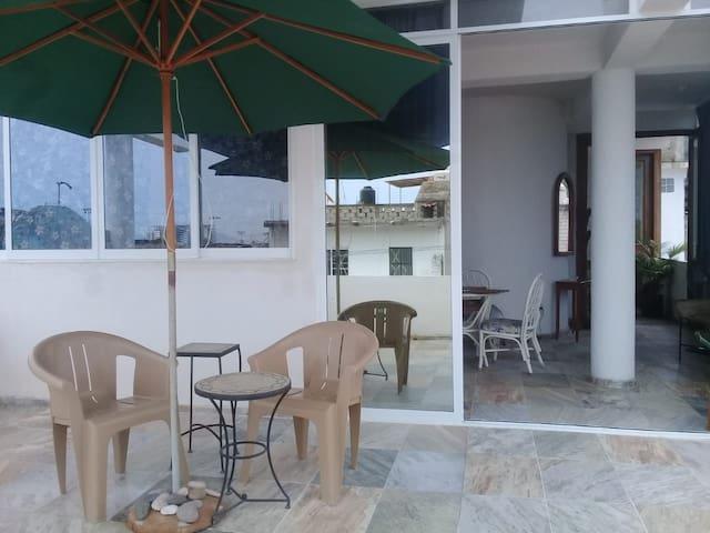 Estudio jamaica con terraza