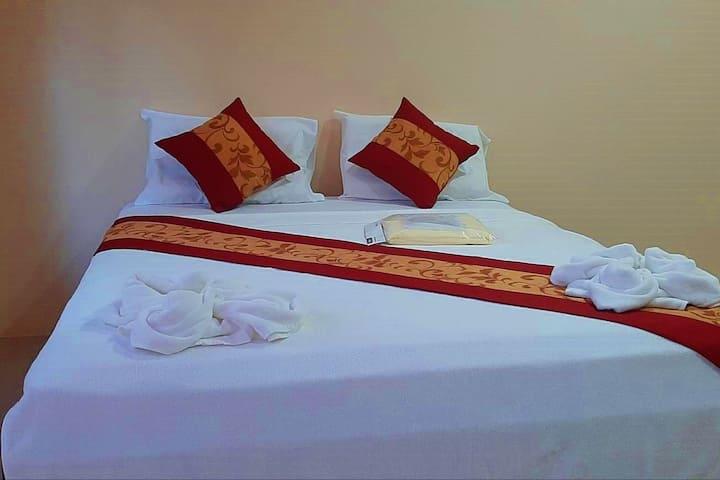 Khao sok leo hostel - private room-v2