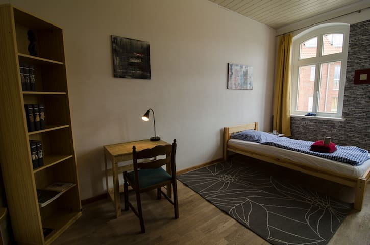 Room at Lambertisquare with Wifi - Lüneburg - Dům