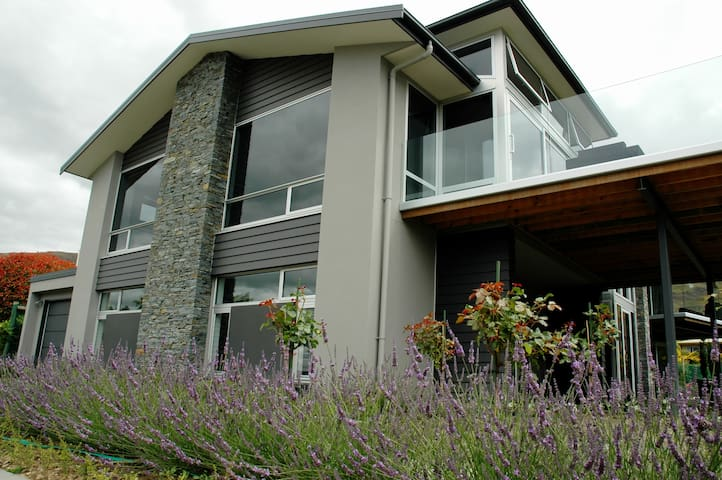 Stunning Mt Roy View Apartment - Wanaka - Apartamento