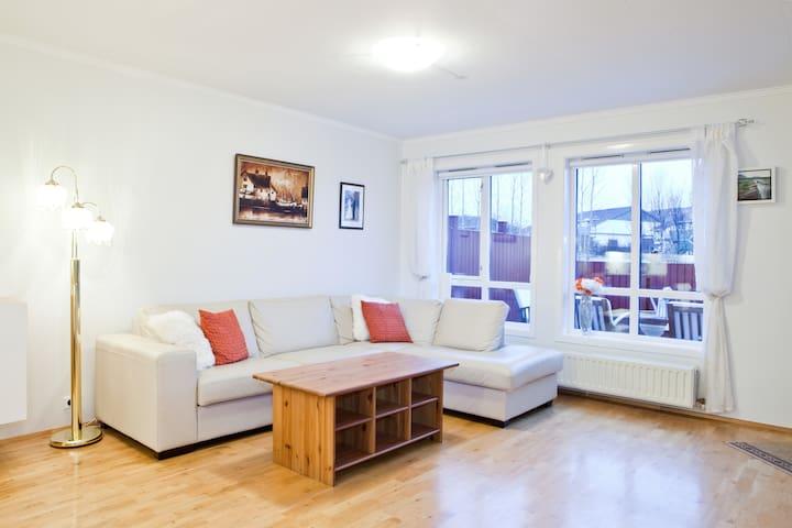 Beautiful flat with sunny terrace  - Mosfellsbær - Leilighet