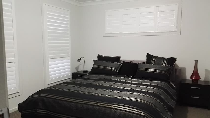 Private Room nr Sydney Countryside - Oran Park - Talo