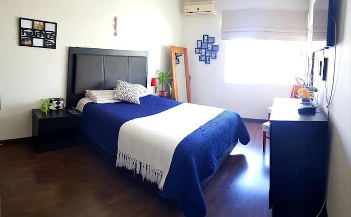 Agradable y cómoda habitación, cerca d UNAM y UAQ.