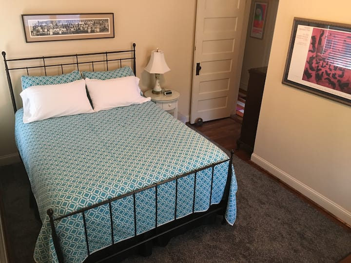 Comfy and Quiet Private Room & Bath near Downtown