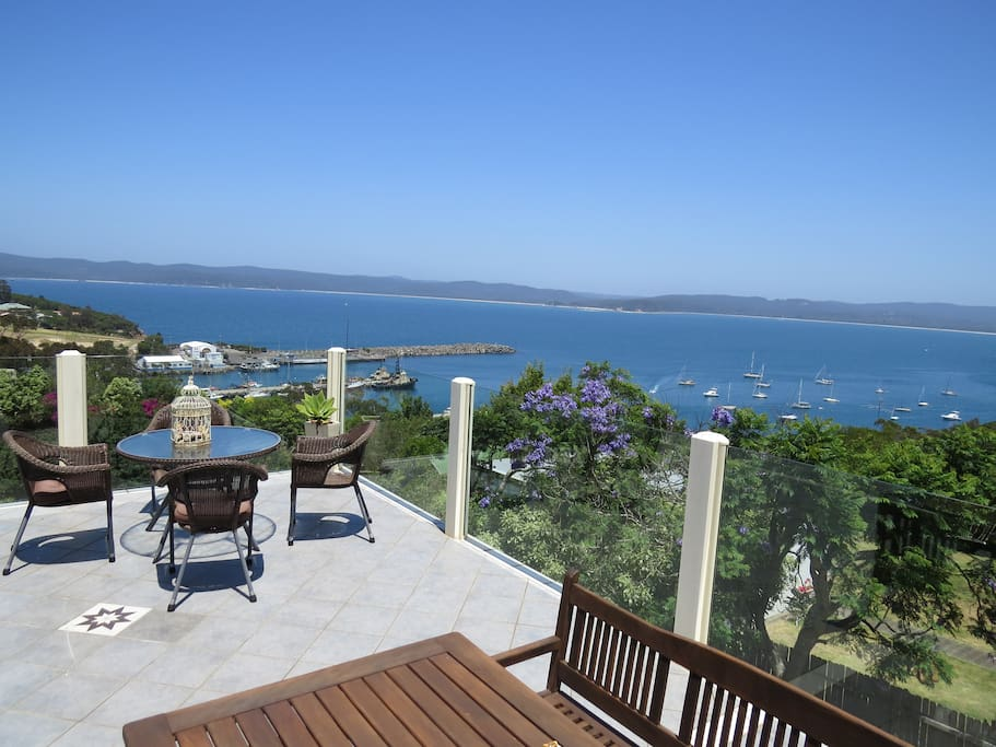 Relax on the deck and enjoy 270 degree views over Twofold Bay, the wharf and out to sea. Great for whale watching Sept to Nov.
