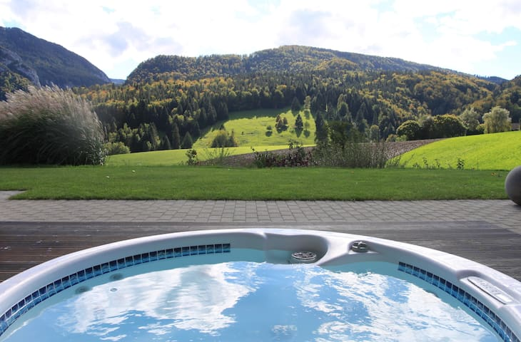 Studio Design avec jacuzzi - Moutier - Penzion (B&B)