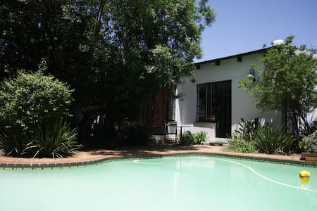 Zen's Garden Cottage central JHB