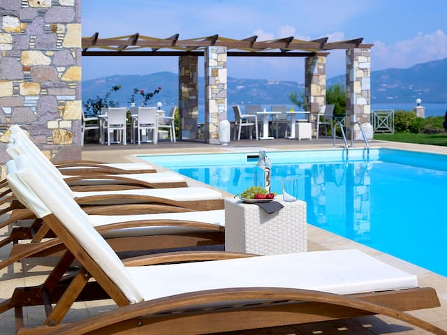 aeolis  sea view maisonette