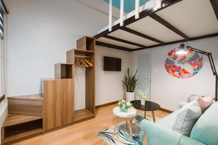 Rare cozy and bright duplex in the Old Quarter