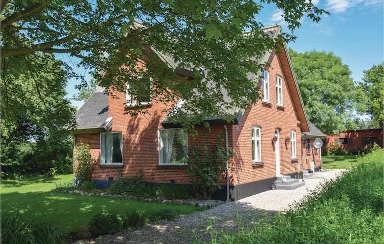 Holiday cottage with 4 bedrooms on 170m² in Humble