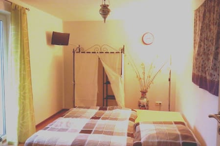 Double Bed Room,Free Breakfast, TV - Magdeburg - Inap sarapan
