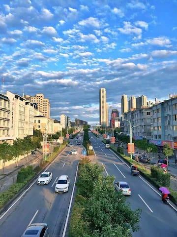 房屋位于生态县浙江泰顺,高端小区,顶跃,现代简约,俯看群山。