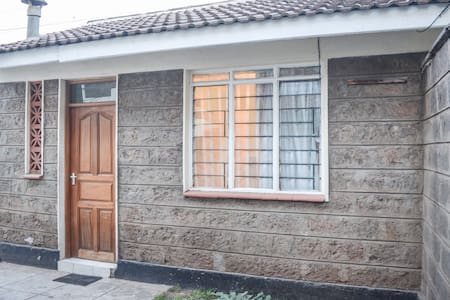 Quaint one bedroom guest house near main airport