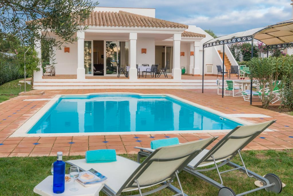 Private villa with garden und large pool, spacious terrace, BBC
