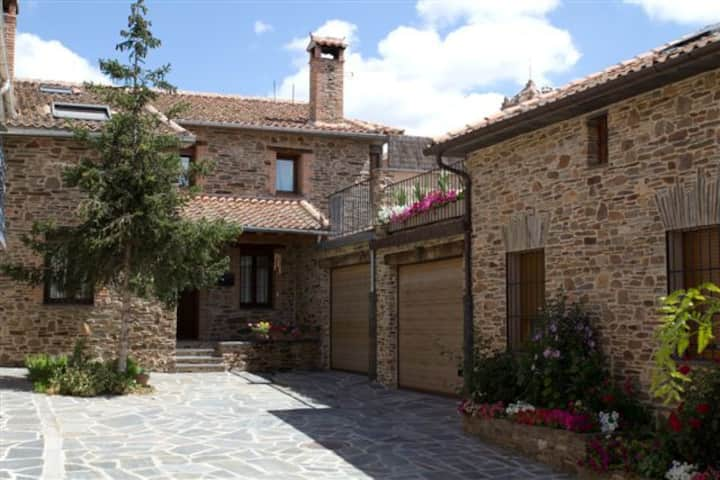 Charming little house in Segovia