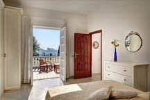 Double bedroom with access to the external panoramic terrace