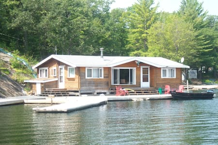 The Muskoka Panabode on the Water - Coldwater - Casa de campo