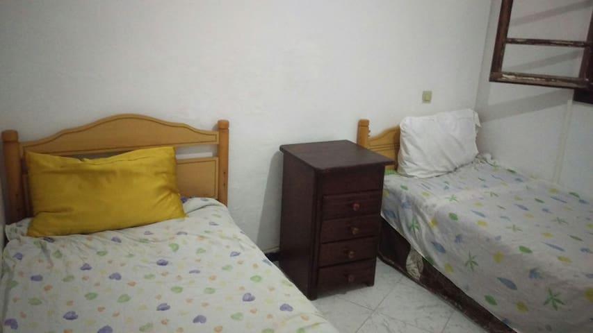 Alquilo habitación con 3 camas individuales Tanger