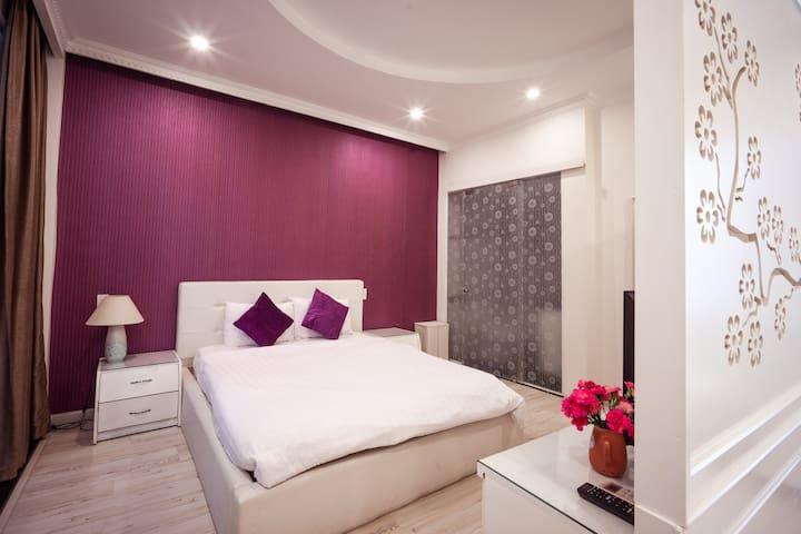 HEART OF HO CHI MINH,QUEEN BED, 5 min to BEN THANH