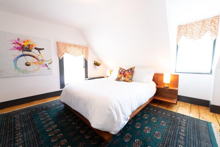 Luxury Queen Room in Rockport Boutique Hotel