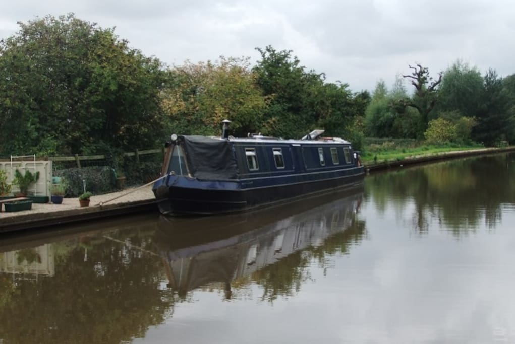 Moored near Atherstone on the Coventry Canal. Free parking, bus and train stops near-by.