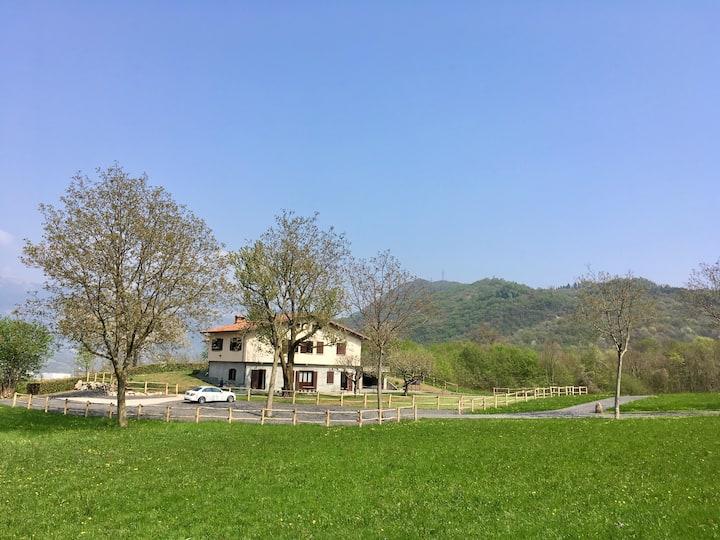 Villa ISA tra i due laghi immersa nella natura