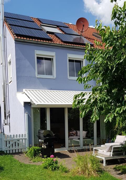 Haus mit Garten im skandinavischen Look- Kölnnähe