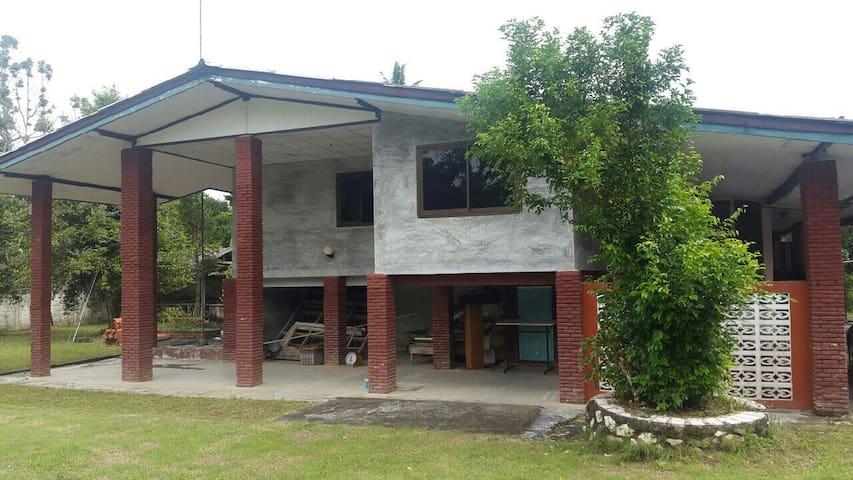 บ้านพักชาตรี ในสวนผลไม้ กว่า 20 ไร่ - Langsuan - Haus