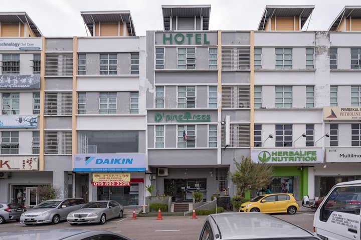 1BR Deluxe Double@ D'pinetrees Hotel