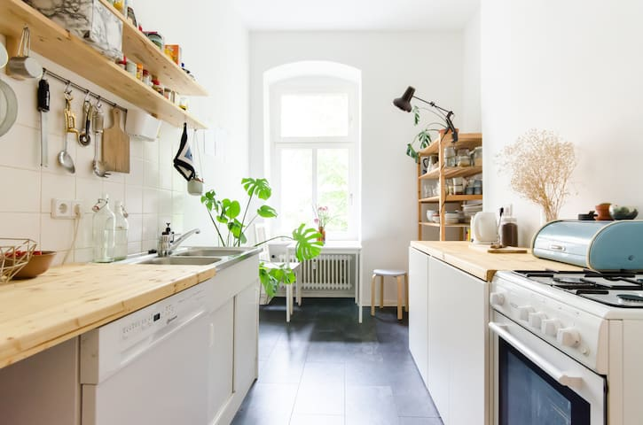 I renovated the kitchen, this is an old picture. It's prettier than ever ;)