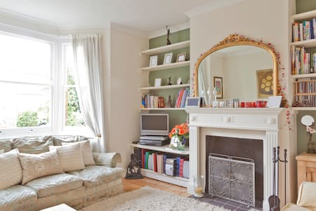 Homely near Hampton Court & London - Casa