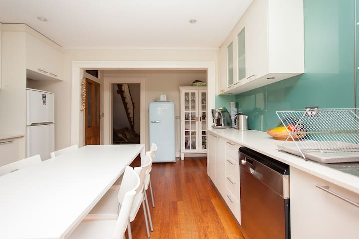 Awesome Inner West Terrace Value + - Petersham - Rumah