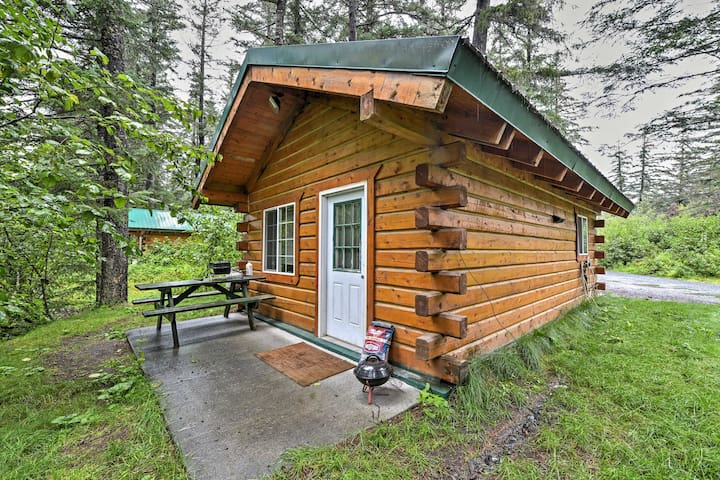 Cozy Seward Studio Cabin w/Grill on Salmon Creek!