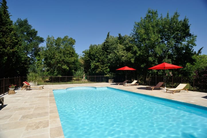 Charming B&B in South Provence - Grans - Bed & Breakfast