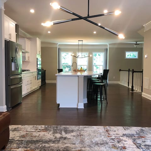 Emory Townhouse! Fast WIFI & parking FREE