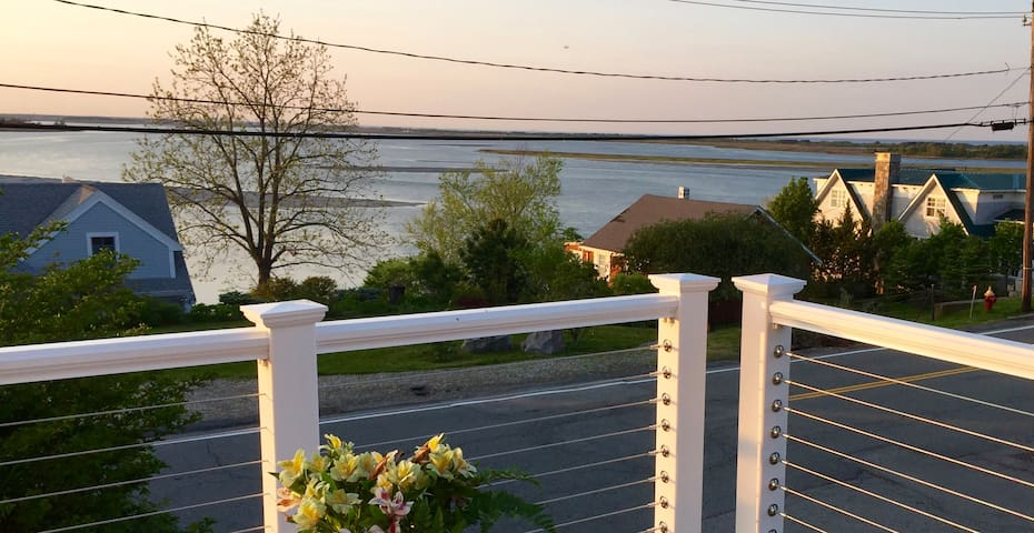 Elegant Master Suite, Private Deck, Ocean Views - Ipswich - House