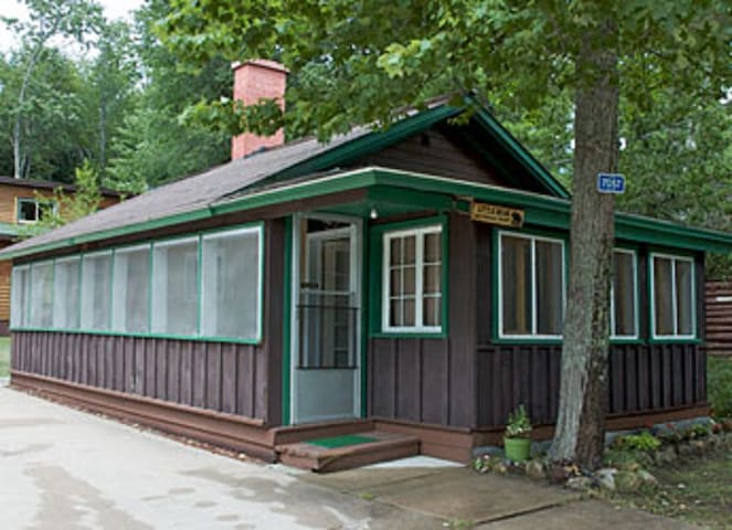 Cozy Cabin at AuTrain Lake- Pictured Rocks Awaits!