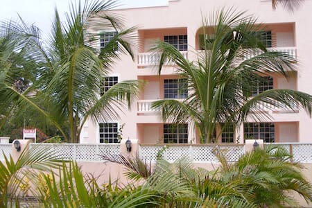 Lovely Two bedroom Condo in Beautiful Barbados - Oistins - Pis