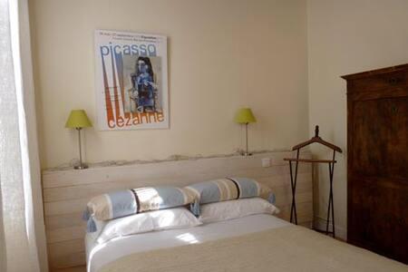 """Chambre """"Picasso"""" - Soleil matinal - Portet-sur-Garonne"""