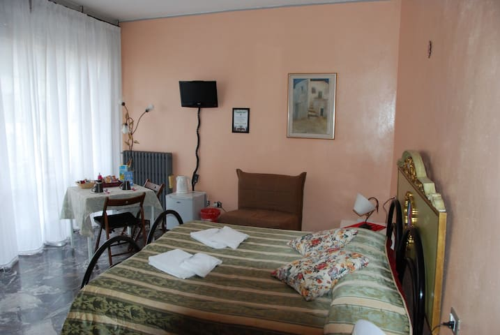 B&B FORTEZZA FIORENTINA  ROOM FOR 4 FREE WIFI - Florencia - Bed & Breakfast