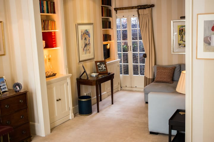 Entire top floor of London townhouse - en suite.