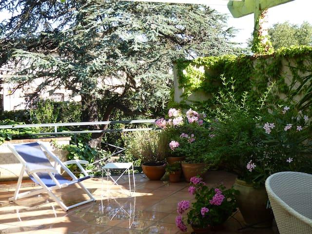 "Chambre ""Cèdre"" - Terrasse privée - Portet-sur-Garonne - Bed & Breakfast"