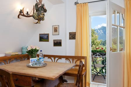 "Apartment ""Hohenschwangau"" in old town villa"