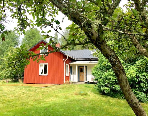 Schwedenparadies: Haus 3min vom See mit Ruderboot