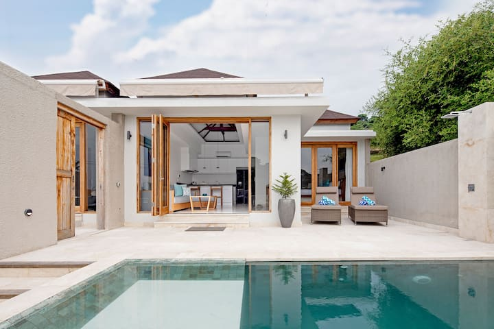 2 Bedroom Private Hilltop Villa Casa
